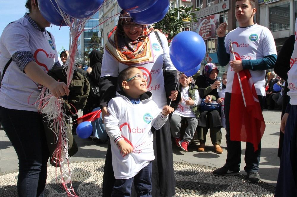 Rize'de otizmli çocuklar için yürüyüş düzenlendi