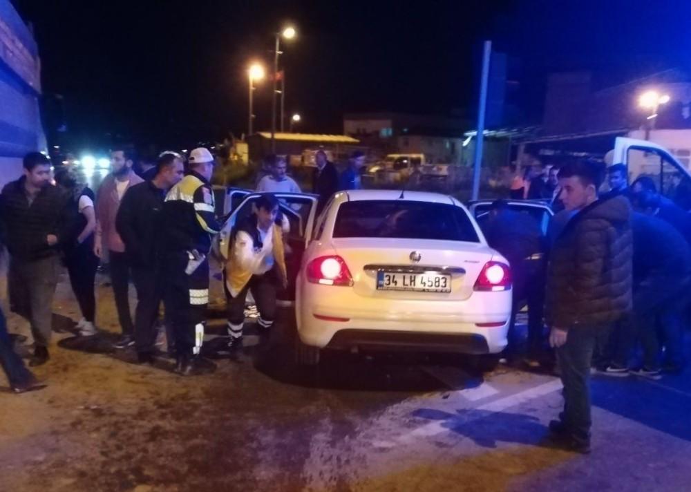 Kamyonla otomobil çarpıştı: 5 yaralı