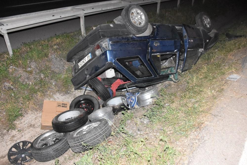 Bagajı lastik yüklü otomobil su kanalına devrildi: 1 kişi ağır yaralandı