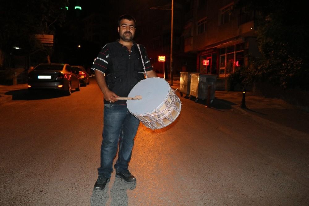 İstanbul sahura davul sesleriyle uyandı