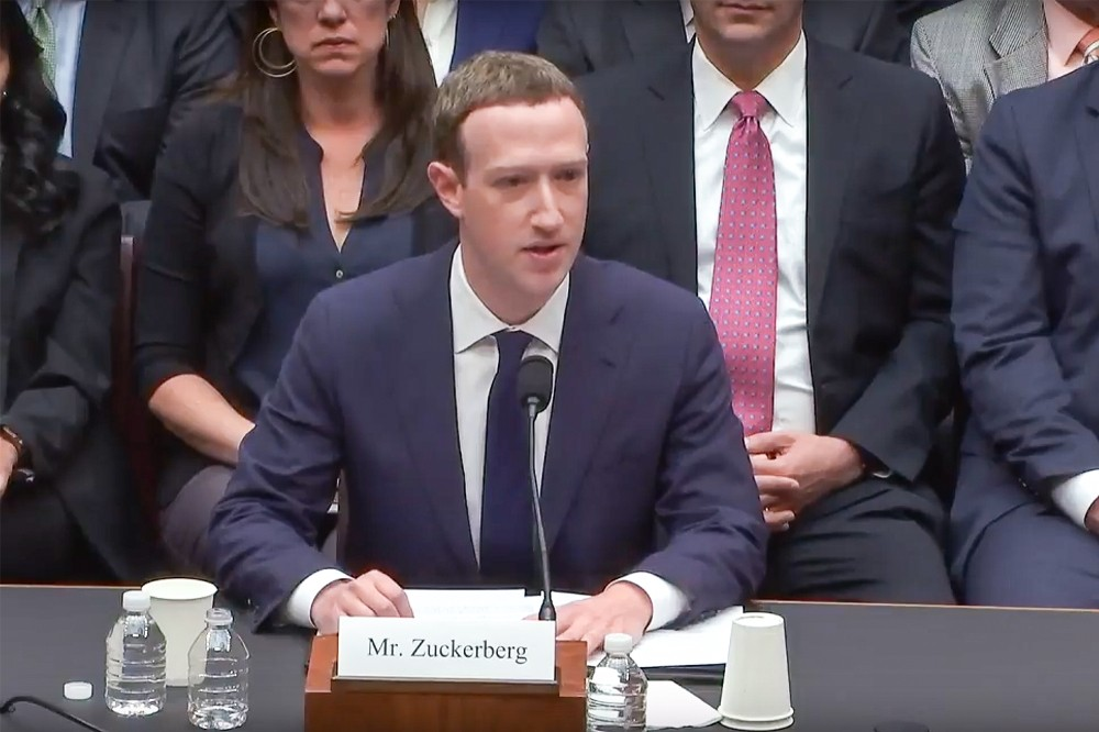 Facebook'un CEO'su Mark Zuckerberg 5 saat ifade verdi