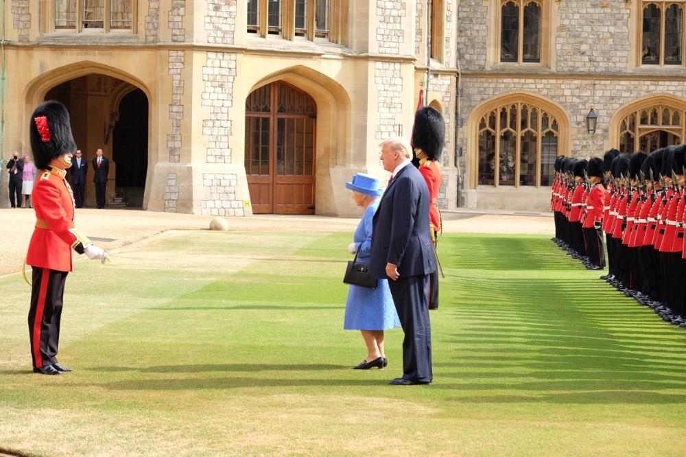 ABD Başkanı Trump, Kraliçe Elizabeth ile bir araya geldi