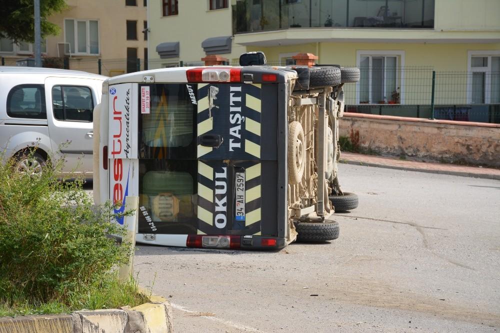Tokat'ta öğrenci servisi ile otomobil çarpıştı: 7 yaralı
