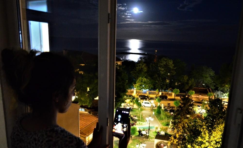 Ay'ın Tekirdağ manzarası büyülüyor