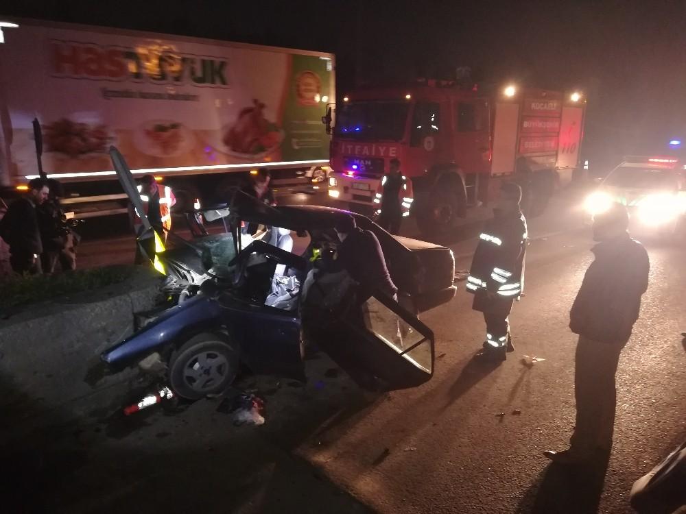 TEM'de gişelere çarpan otomobildeki 24 yaşındaki genç öldü