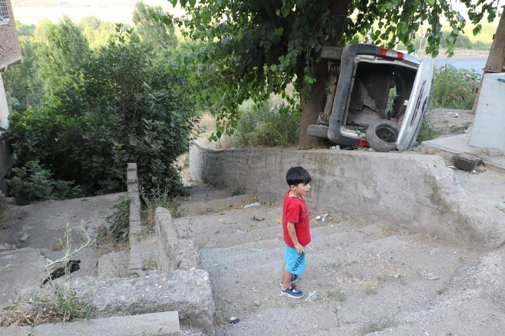 Diyarbakır'da faciayı ağaç önledi