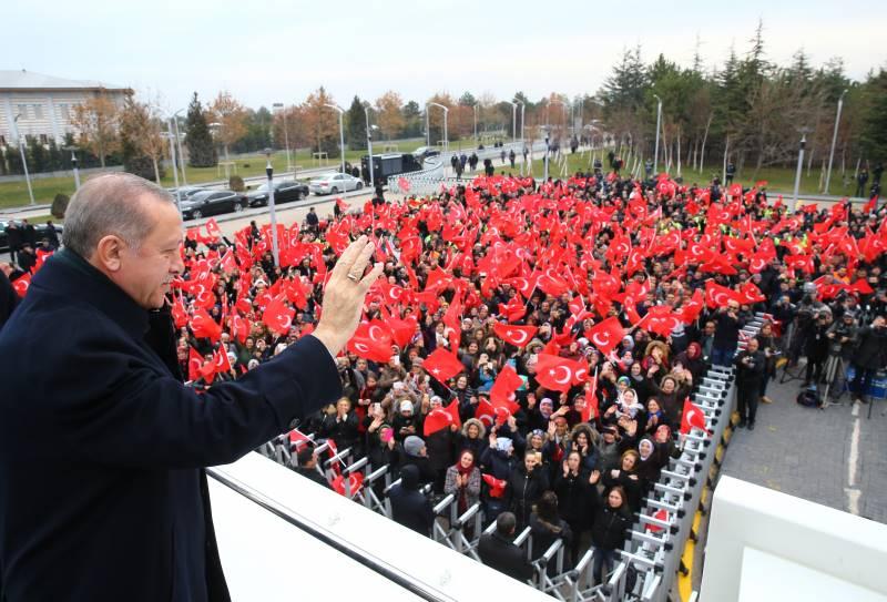 Cumhurbaşkanı Erdoğan; 'Ne yazık ki taşeronlar adeta komisyoncu görevi görmek suretiyle arada belli bir kazancı götürmüştür'