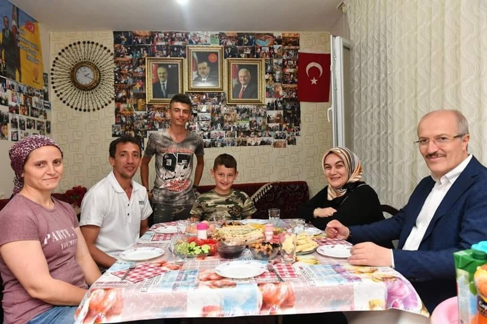 Başkan Kafaoğlu'ndan otizmli Arda'ya sahur ziyareti