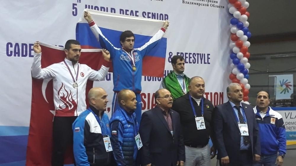 Akhisarlı güreşçi Oğuzhan Cemil Çiçek, dünya ikincisi oldu