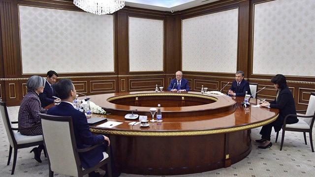 Özbekistan Cumhurbaşkanı Mirziyoyev, Güney Kore Dışişleri Bakanını kabul etti