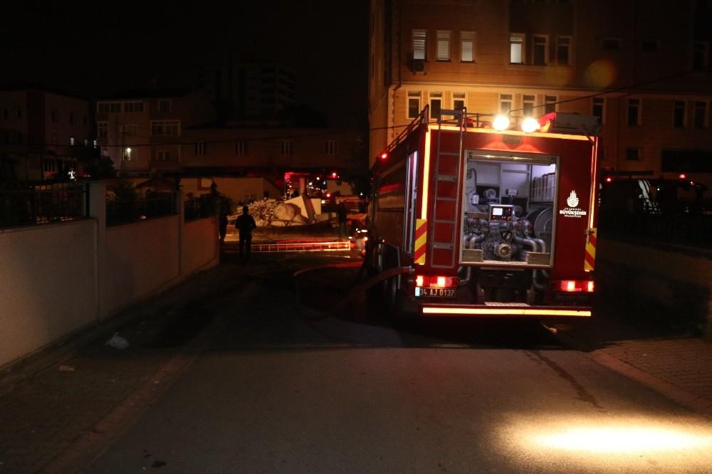 Ümraniye'de strafor fabrikasında yangın