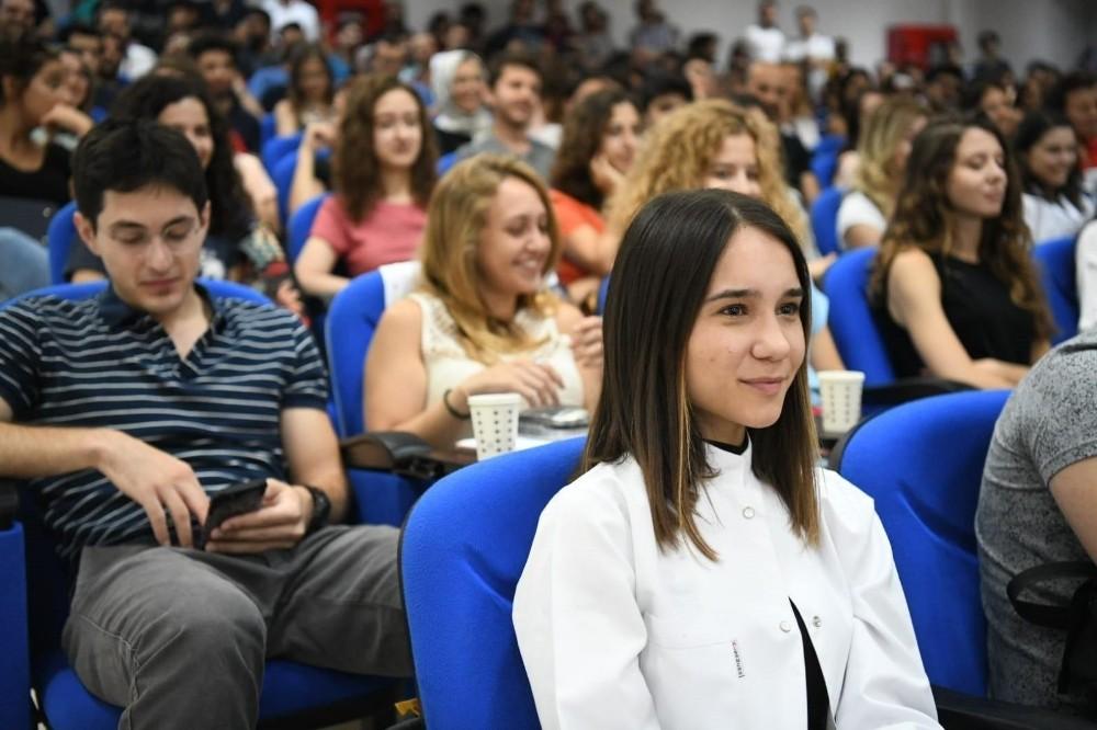 Ege Üniversitesi Rektörü Necdet Budak: ″Her zaman hastalarınıza karşı sabırlı, müşfik ve ilgili olun″
