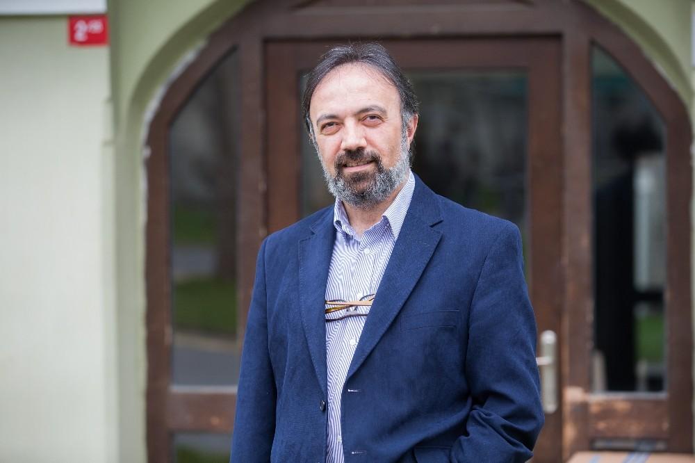 Prof. Dr. Ayhan Kaya Avrupa'da yaşayan gençlerin radikalleşme süreçlerini araştıracak