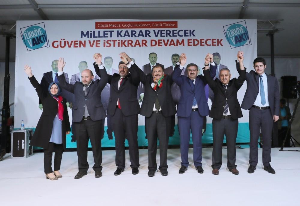"""Bakan Eroğlu: """"Onlar konuşur, AK Parti yapar"""""""