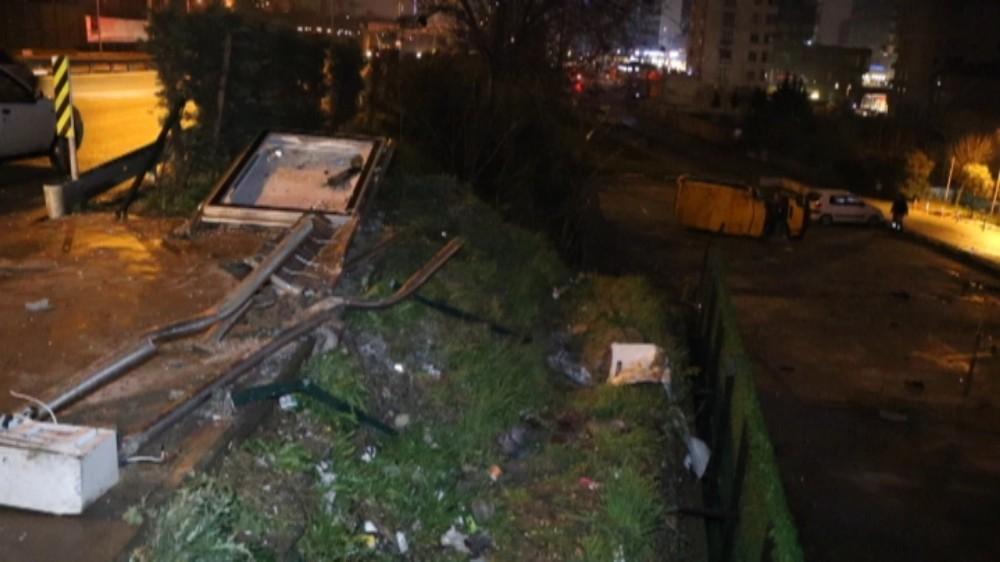Midibüs otobüs durağına daldı: 6 yaralı