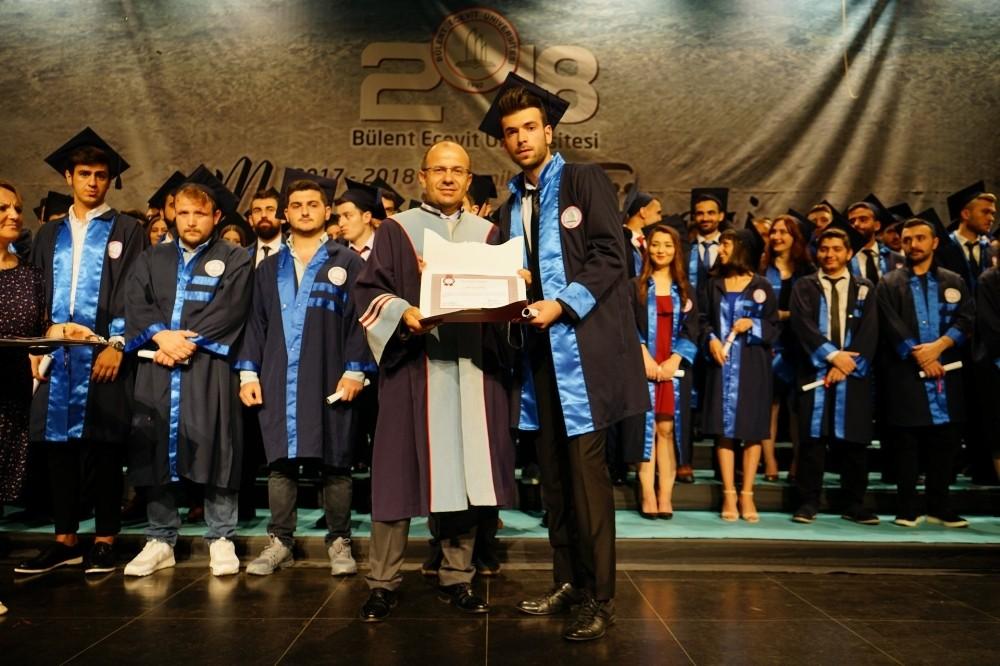 Mühendislik Fakültesi Mezuniyet Töreni gerçekleştirild