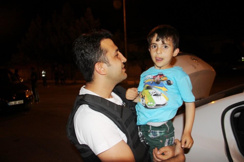 Diyarbakır polisinden şoförlere uyarı, çocuklara ilgi