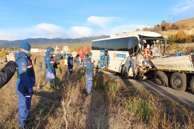 Kastamonu'da Trafik Kazası 2 Ölü Onlarca Yaralı