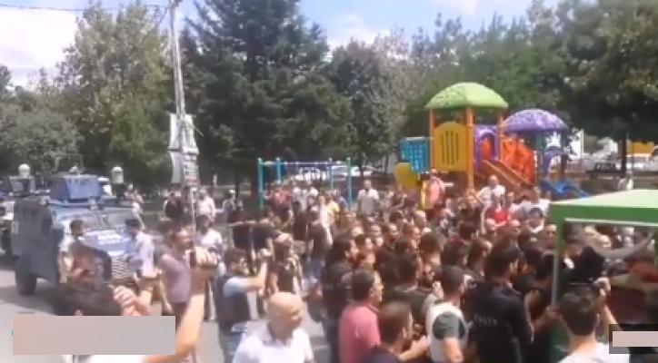 PKK'lı Terörist İçin Cenaze Töreni Düzenlendi!! Polisimize Saldırdılar!..