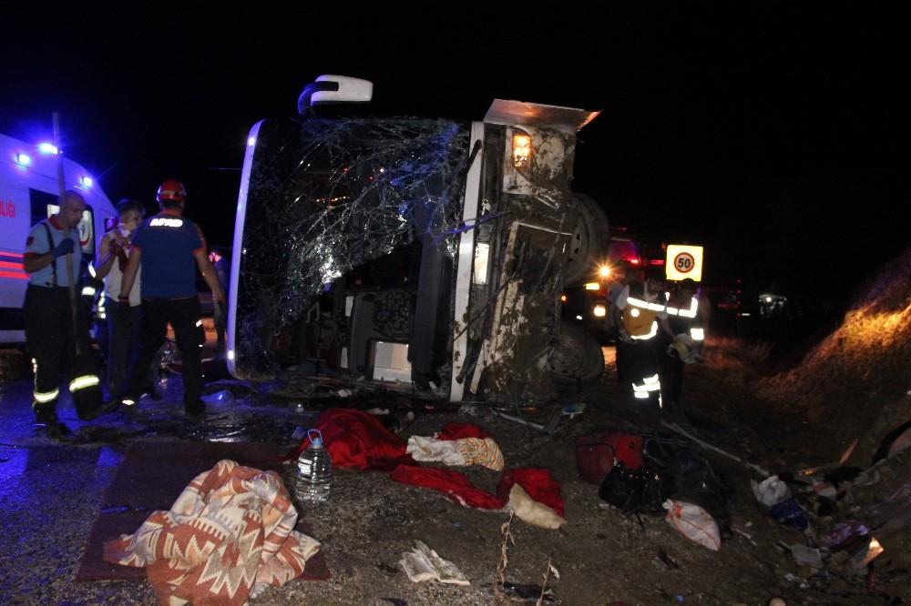 Karaman'daki otobüs kazasında ölen 3 kişinin kimliği belirlendi