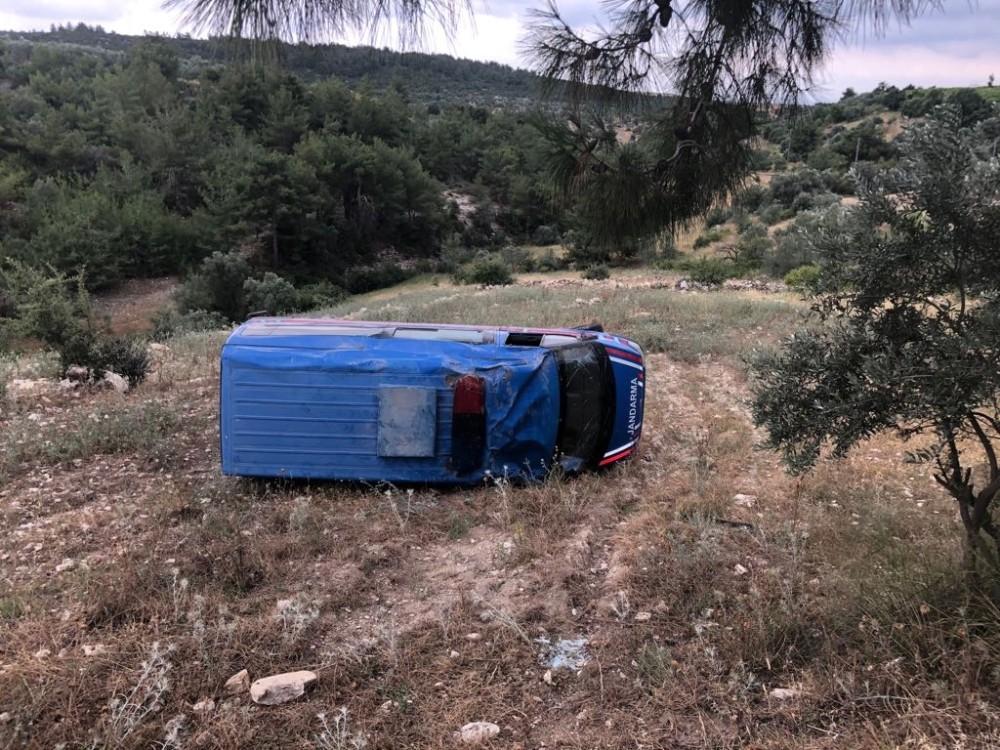 Tarsus'ta jandarma aracı devrildi: 1 yaralı