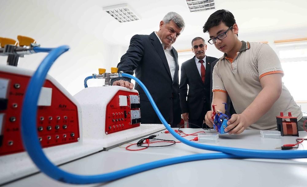 Başkan Karaosmanoğlu, Fen Laboratuvarının açılışını gerçekleştirdi