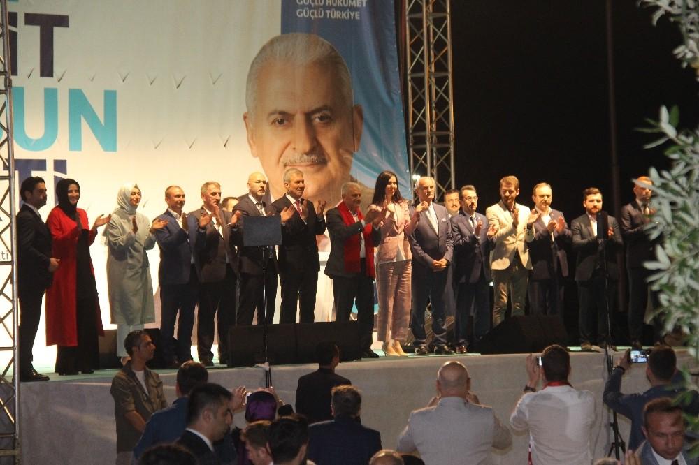 """Başbakan Binali Yıldırım: """"Cumhurbaşkanı adaylarından biri terör destekçisini ziyarete gitti"""""""