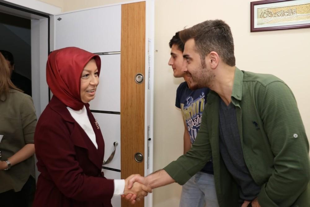 Kılıçdaroğlu'nun çelenginin parçalanması olayı