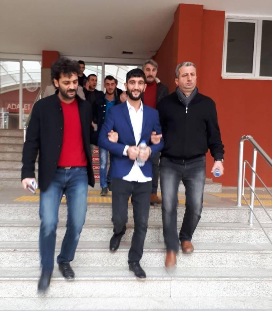 Kocaeli'de 2 kişiyi yaralayan şahıs yakalndı.