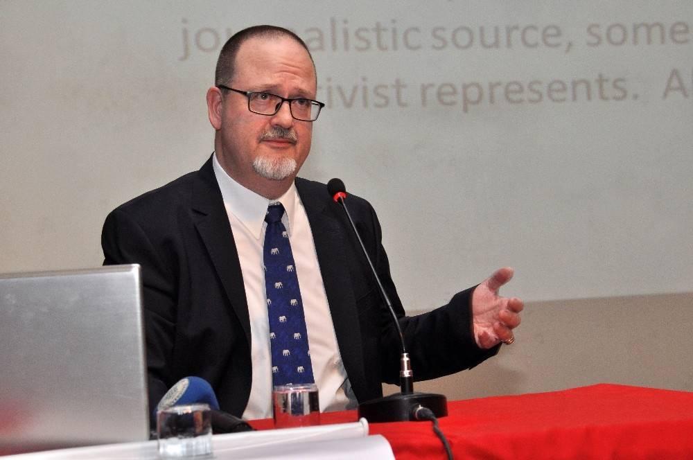 """NEÜ'de """"Müslüman olmayanlara İslam'ı ve Türkiye'yi nasıl anlatabiliriz?""""  konferansı"""