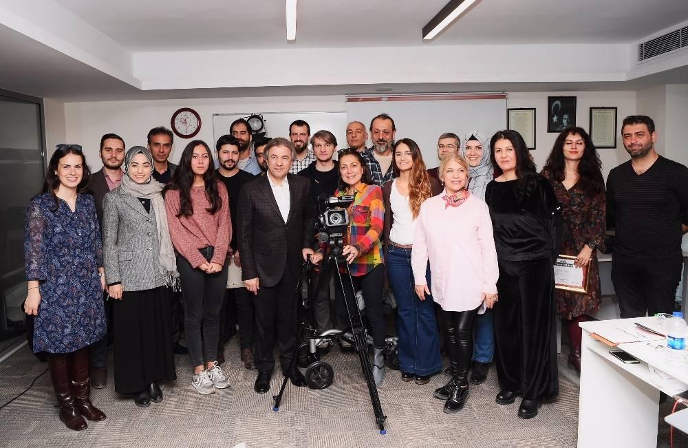 Beyoğlu Sinema Atölyeleri öğrencilerine katılım belgesi