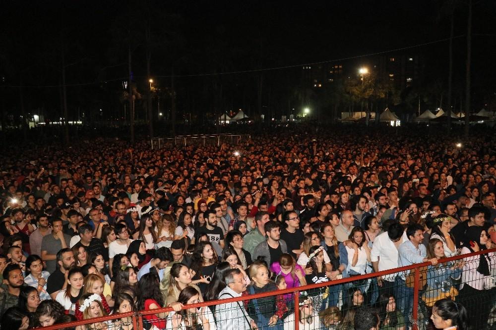 Gitar festivalinin son gününde Adanalı sanatçılar coşturdu