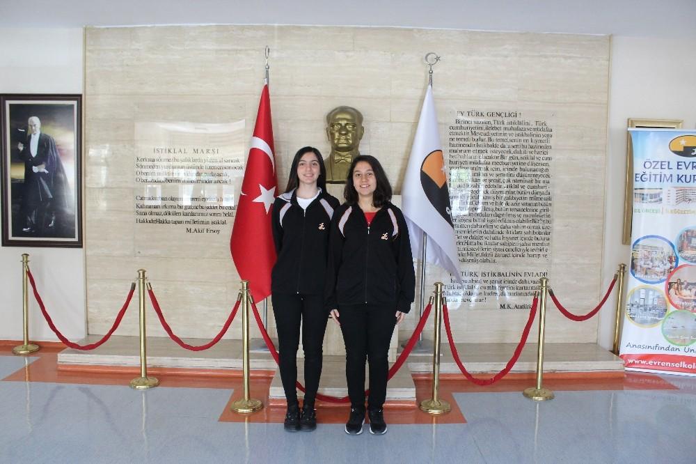 Evrensel Koleji öğrencileri Polonya yolcusu