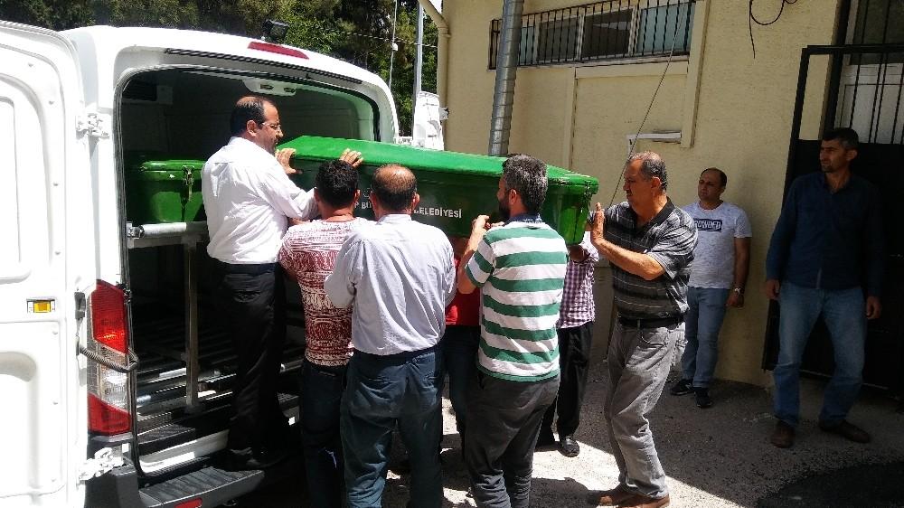 Oğlu tarafından öldürülen anne ve babanın cenazesi Adli Tıp Kurumu'ndan alındı
