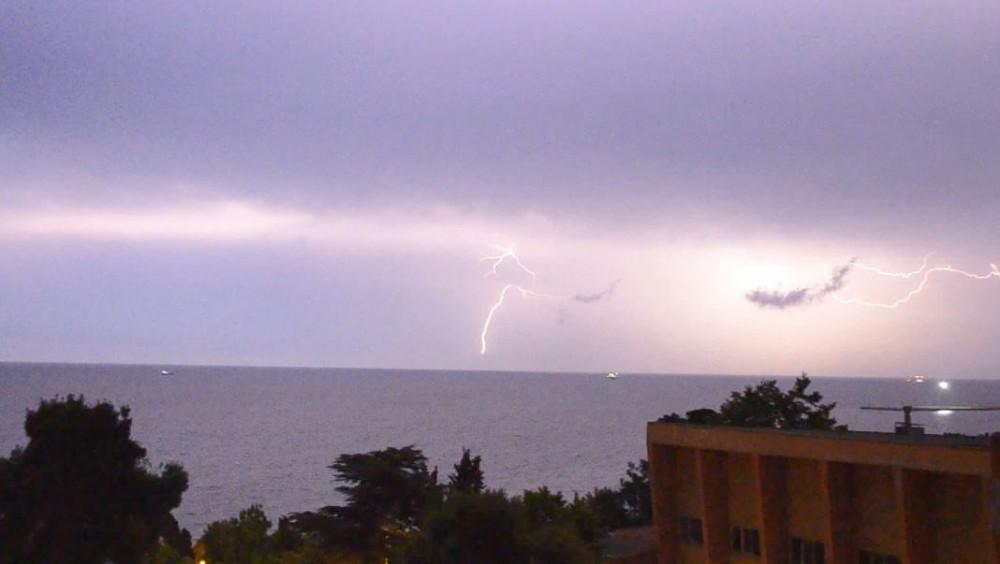 Şimşekler Marmara'yı böyle aydınlattı