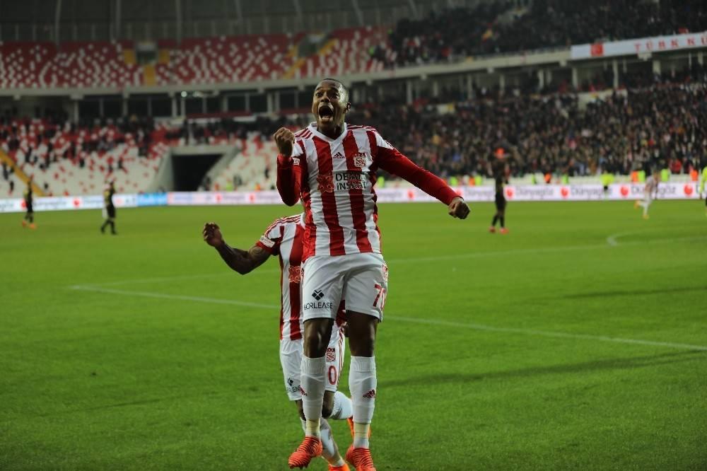 Robinho: ″Attığım gollerle özgüvenim geldi″