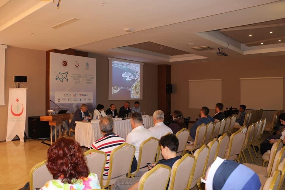 Kuşadası'nda 'Sağlık Turizminin Geliştirilmesi' paneli düzenlendi