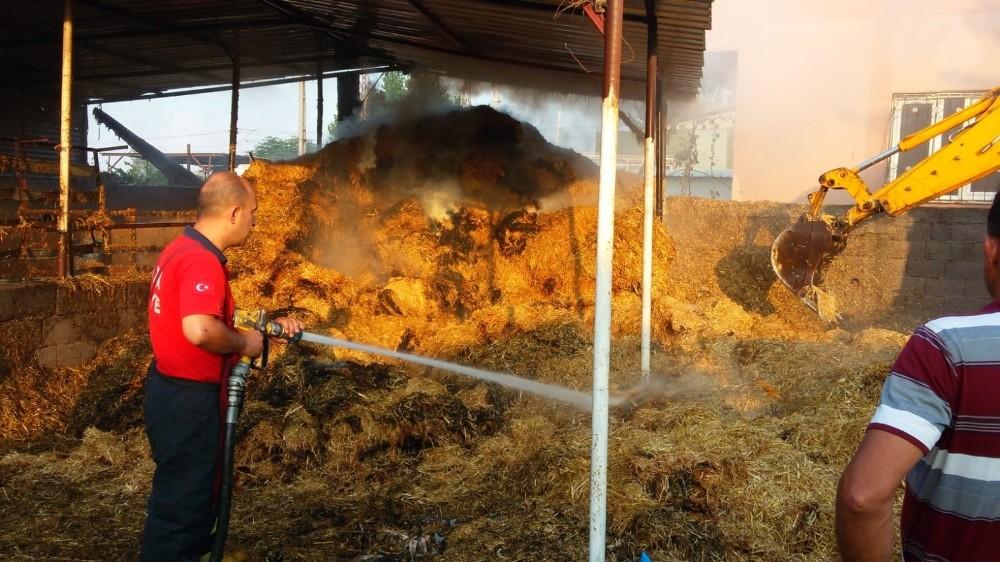 Adana'da saman deposunda yangın