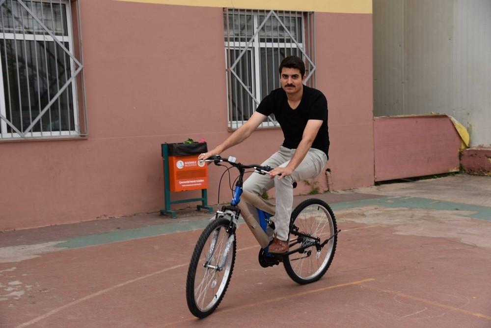 Başiskele'de öğretmenlere bisiklet hediye edildi