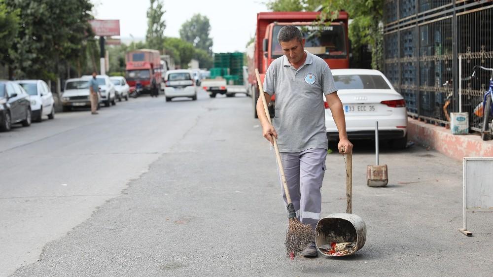 Belediye temizlik işçisinden örnek davranış