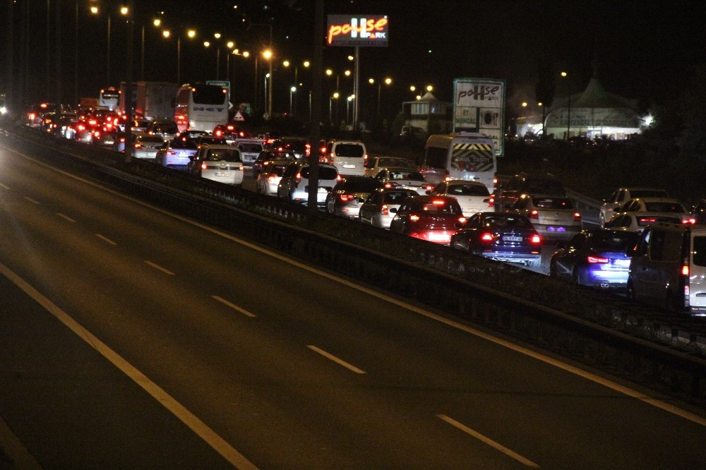 TEM'de bayram yoğunluğu başladı, trafik yer yer durma noktasına geldi
