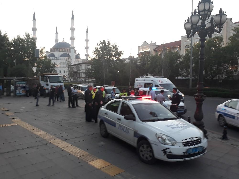 Başkent'te polisle saldırganlar arasında arbede: 3 yaralı