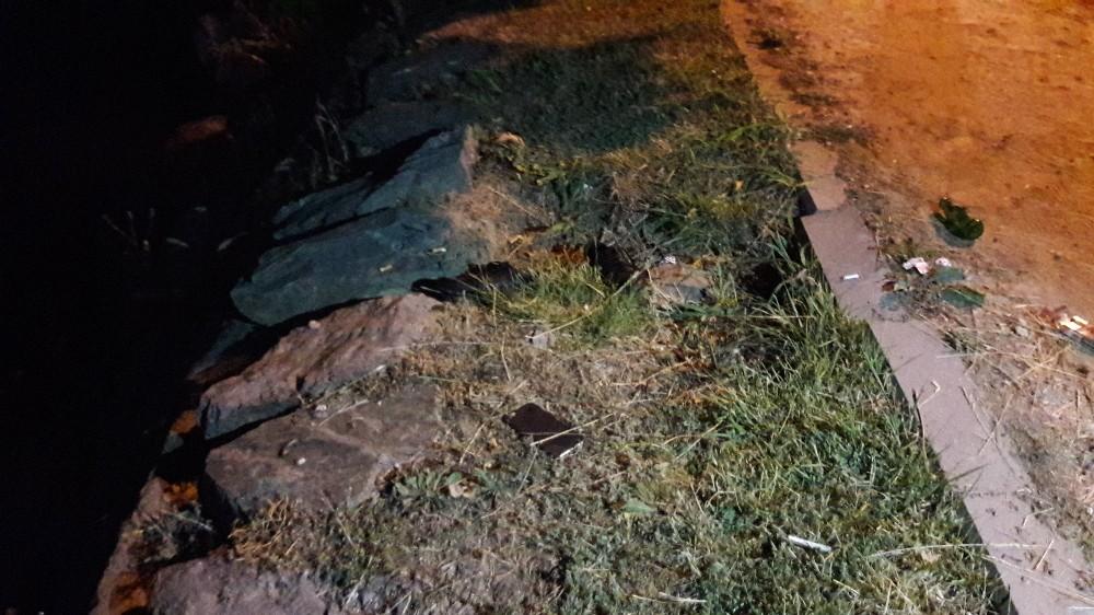 Bakırköy'de kanala uçan araçta bulunan iki kişi yara almadan kurtuldu