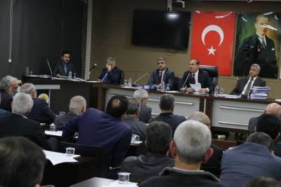 Adana Büyükşehir'de bütçe krizi işçileri vurdu