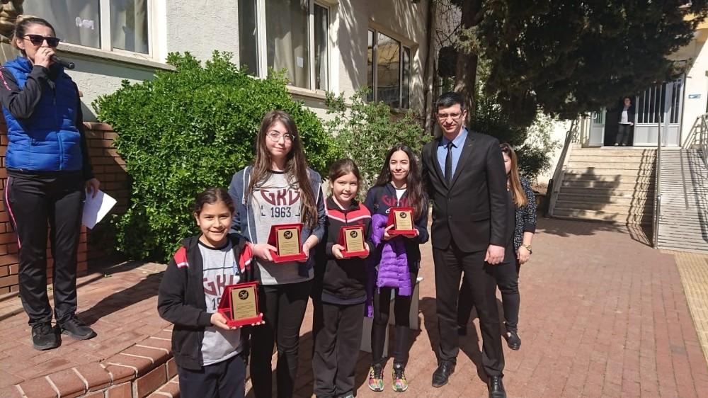 GKV Ortaokulunun kitap dostlarına ödül