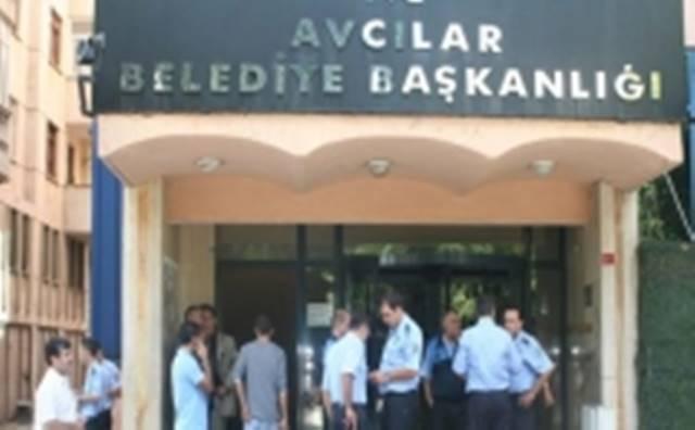 Avcılar Belediyesi önünde maaş isyanı