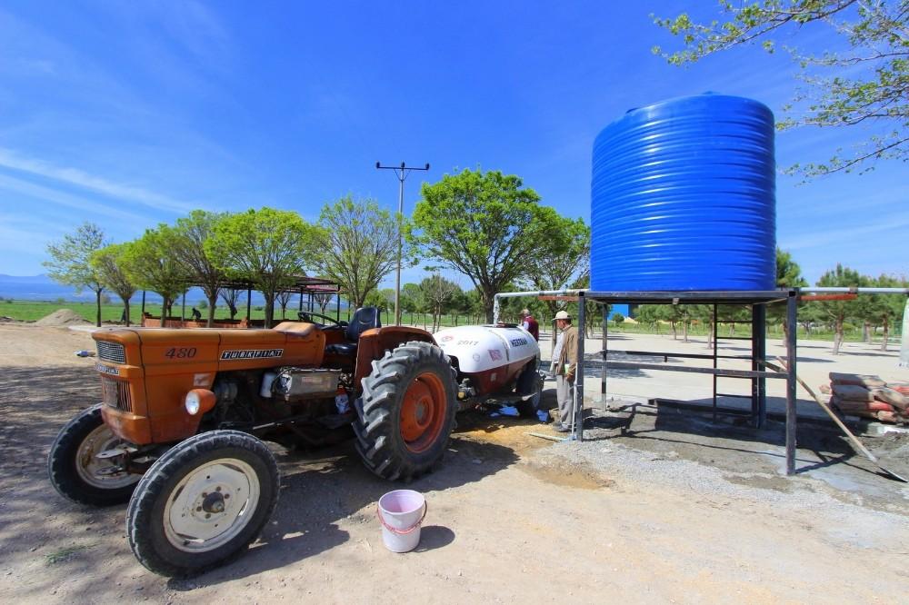 Saruhanlı Belediyesinden çiftçiye ilaç suyu desteği