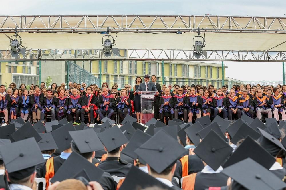 Özyeğin Üniversitesi'nde mezuniyet heyecanı