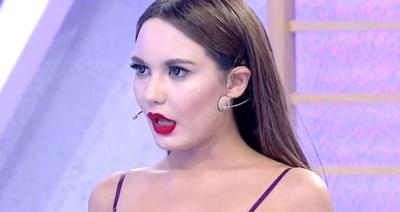 Bahar Candan Süper Mini Elbisesiyle Yürek Hoplattı!