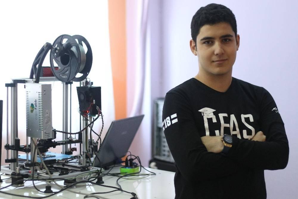 18 yaşındaki liseli 3 boyutlu yazıcı üretti